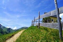 Facendo un'escursione nelle alpi Fotografie Stock Libere da Diritti