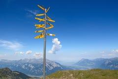 Facendo un'escursione nelle alpi svizzere Fotografia Stock