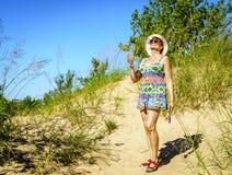 Facendo un'escursione nelle dune Fotografia Stock Libera da Diritti