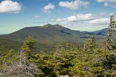 Facendo un'escursione nelle montagne bianche, NH Fotografie Stock