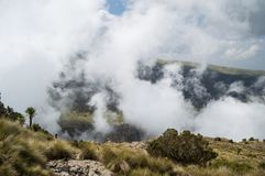 Facendo un'escursione nelle montagne di Simien, l'Etiopia Fotografia Stock