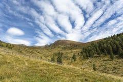 Facendo un'escursione nelle montagne italiane del nord Immagini Stock Libere da Diritti