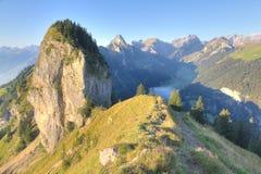 Facendo un'escursione percorso attraverso le alpi rocciose, Immagine Stock