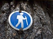 Facendo un'escursione segno - indicatore della traccia Fotografia Stock Libera da Diritti