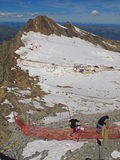 Facendo un'escursione sopra il ghiacciaio di Kitzsteinhorn, l'Austria Immagini Stock