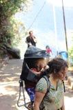 Facendo un'escursione Sri del tempo Pada mountan La Sri Lanka fotografia stock libera da diritti