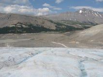 Facendo un'escursione su un ghiacciaio in Rocky Mountains Fotografie Stock