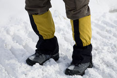Facendo un'escursione sul campo di neve Immagini Stock Libere da Diritti