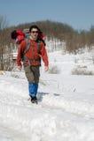 Facendo un'escursione sulla neve Fotografia Stock