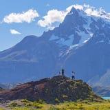 Facendo un'escursione in Torres del Paine, Patagonia, Cile fotografie stock libere da diritti