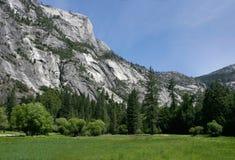 Facendo un'escursione in Yosemite fotografie stock libere da diritti