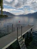 Facendo un giro turistico del lago Lemano e delle ammaccature du Midi un giorno nuvoloso fotografia stock libera da diritti
