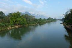 Facendo un giro turistico il fiume Immagini Stock Libere da Diritti