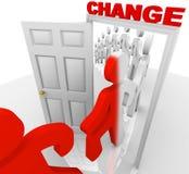 Facendo un passo attraverso la porta del cambiamento Immagine Stock