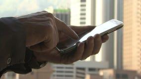 facendo uso dello Smart Phone stock footage
