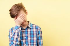 Facepalm 羞辱和困窘概念 库存照片