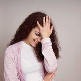 Facepalm avergonzado de la mujer joven Fotos de archivo libres de regalías