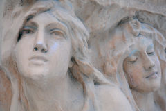 Faces das mulheres na pedra Fotos de Stock