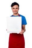 Facet dostarcza pizzę przy twój drzwiowym krokiem Obrazy Stock