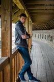 Facet na balkonie Zdjęcie Stock