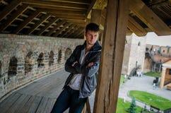 Facet na balkonie Zdjęcia Stock