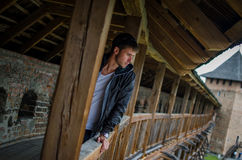 Facet na balkonie Fotografia Stock