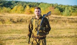 Facet natury łowiecki środowisko Męska hobby aktywność Łowiecki sezon Doświadczenie i praktyka pożyczamy sukcesu polowanie zdjęcie stock