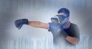 Facet patrzeje przez VR rzeczywistości wirtualnej szkieł - Boksujący fotografia royalty free