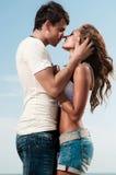 Facet trzyma dziewczyny Zdjęcie Stock