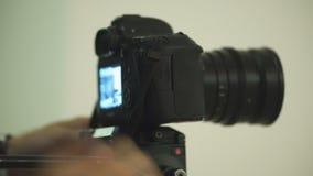 Facet ustawia - w górę kamery strzelać wideo zbiory