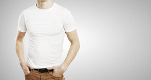 Facet w białej koszulce fotografia royalty free