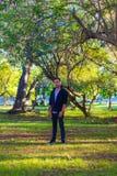 Facet w parku Fotografia Royalty Free