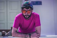 Facet z nakrętką i szkłami obrazy royalty free