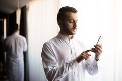 Facet z smartphone Obraz Stock