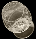 Facettiertes Glas auf einem schwarzen Hintergrund Stockfoto