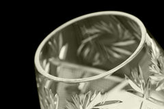Facettiertes Glas auf einem schwarzen Hintergrund Lizenzfreie Stockfotos