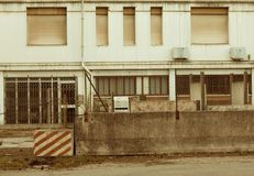 Fachada abandonada de la fábrica Fotos de archivo libres de regalías