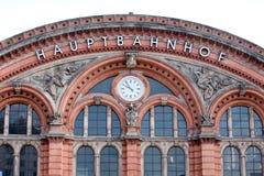 Fachada alemão grande da estação de trem imagens de stock