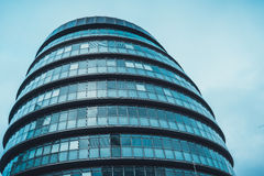 Fachada arredondada da câmara municipal em Londres, Inglaterra, Reino Unido fotos de stock royalty free