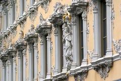 Fachada barroca del edificio Foto de archivo