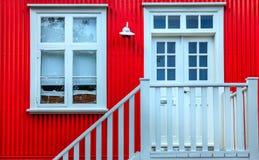 Fachada blanca de la casa Imágenes de archivo libres de regalías