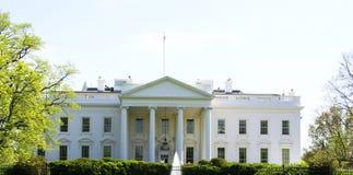 Fachada blanca de la casa Foto de archivo libre de regalías