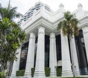 Fachada blanca del edificio Fotografía de archivo libre de regalías