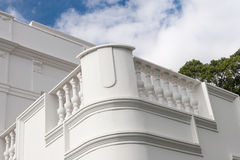 Fachada blanca del edificio Foto de archivo