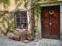 Fachada bonita de uma casa velha em Cesky Krumlov Fotografia de Stock Royalty Free