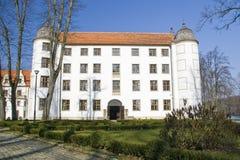 Fachada branca do castelo. Fotos de Stock