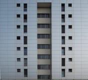 Fachada cinzenta de uma construção residencial Fotos de Stock Royalty Free