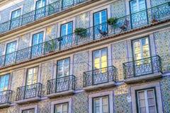 Fachada coloreada en la ciudad de Lisboa fotografía de archivo libre de regalías