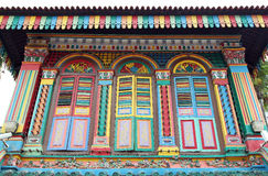Fachada colorida del edificio en Singapur Imagenes de archivo