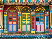Fachada colorida del edificio famoso en la poca India, Singapur Fotos de archivo